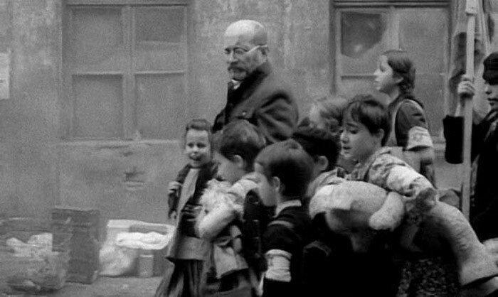 Януш Корчак идет вместе с детьми в газовую камеру. Треблинка. 6 августа 1942 г. #Фотографии, #история, #факты, .война