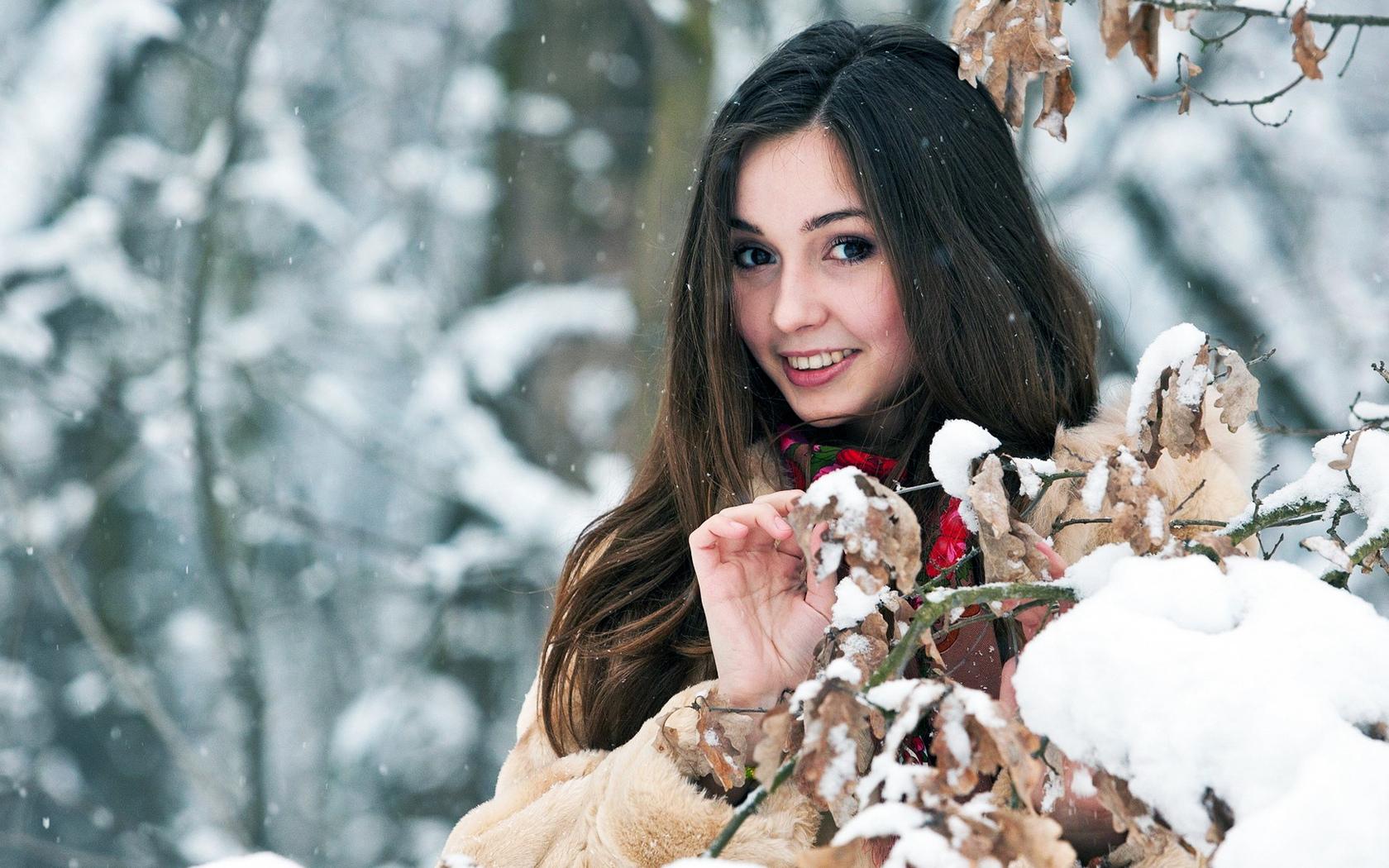 Картинки с девушкой и снегом