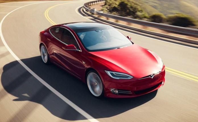 Tesla обошла BMW и Mercedes в люксовом сегменте