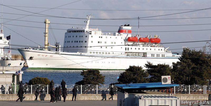 Сеул временно снял часть санкций с КНДР из-за судна с музыкантами