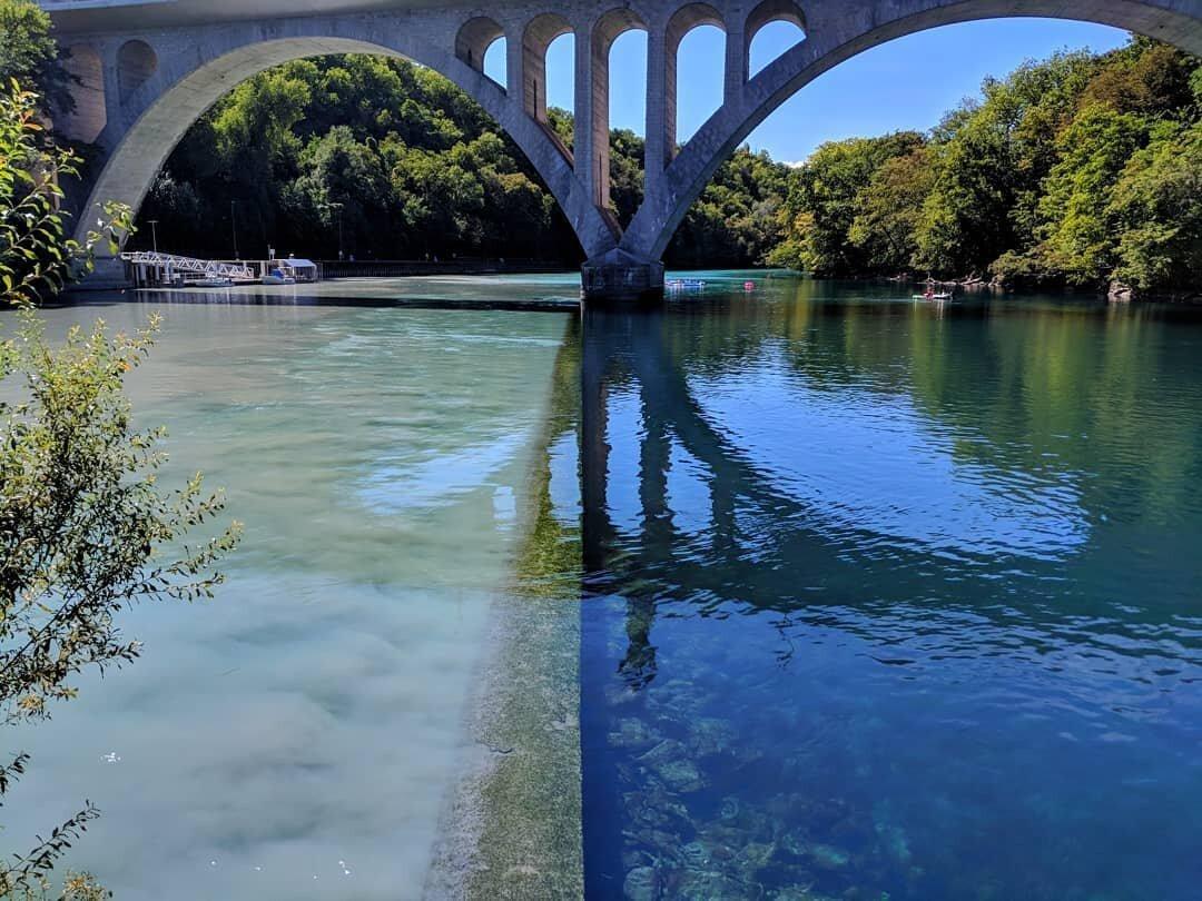 Место встречи двух рек с разным цветом воды природа