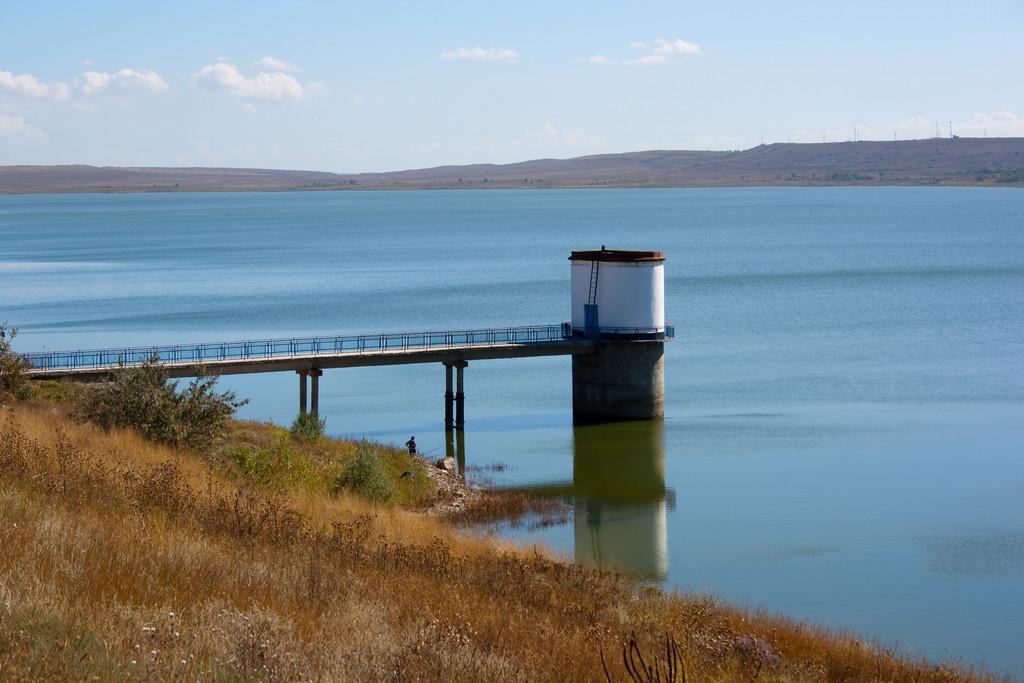 Два крупных водохранилища в Крыму оказались на грани высыхания