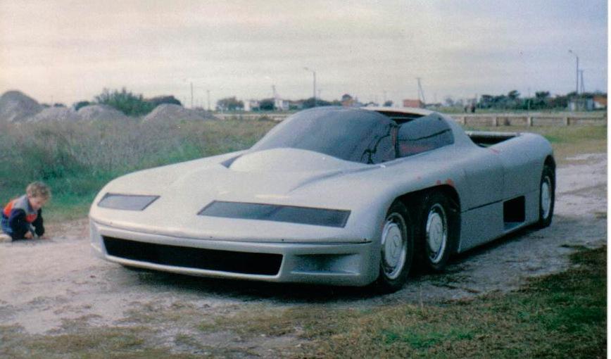Суперкар Donatini MB 8 из Аргентины мог разгоняться до 300 км/ч, но не имел подвески