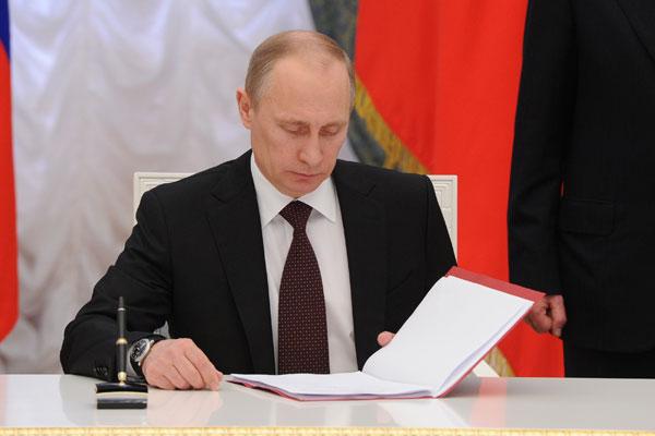"""Путин подписал закон о """"прав…"""