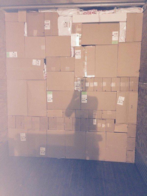 8. Эти коробки, сложенные так гармонично вещи, идеально, перфекционист