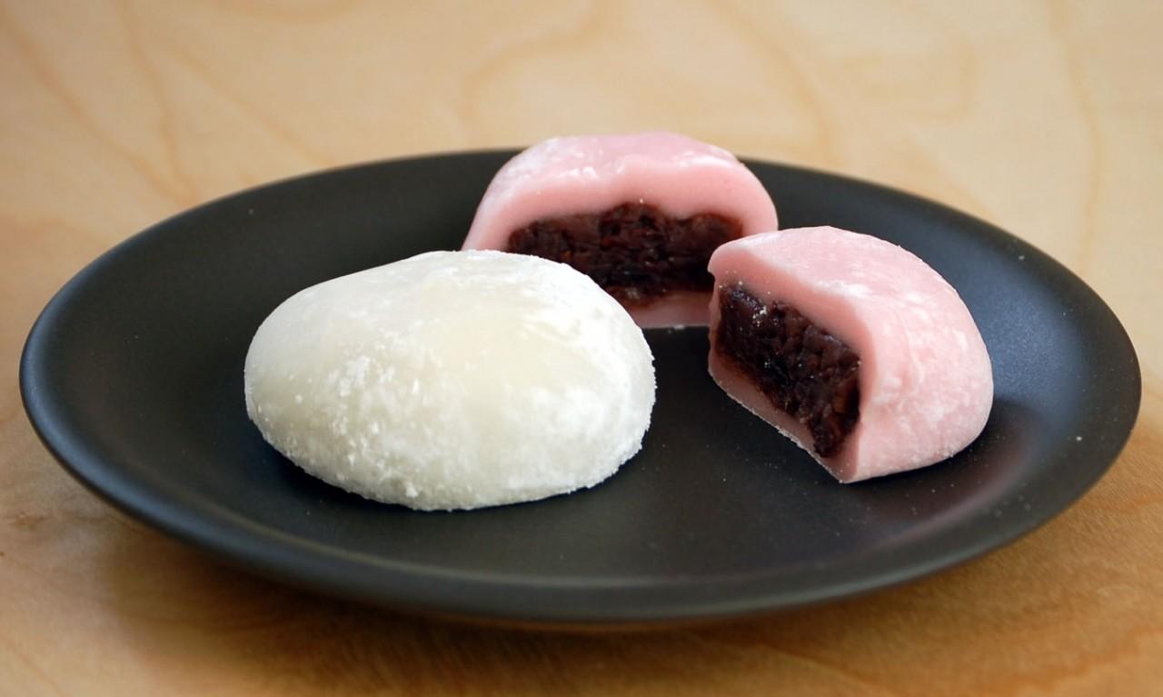 китайские пирожки с красной фасолью разные