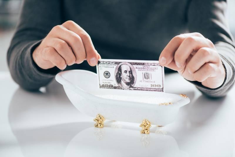 Когда рухнет доллар? Подожди…
