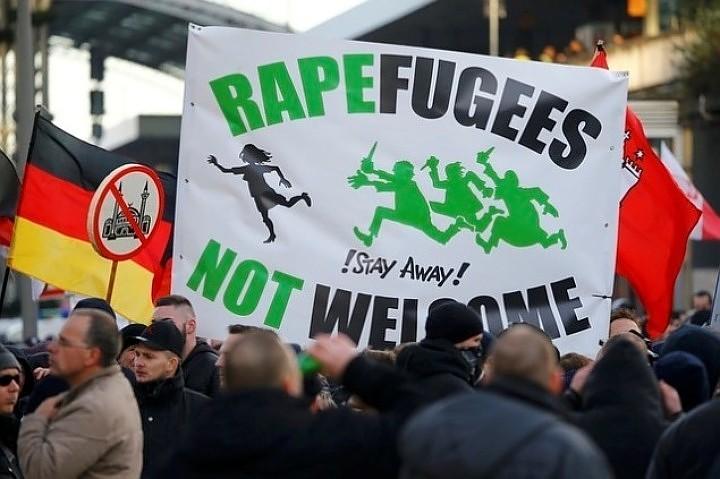 Акция протеста в Мюнхене: Бороться с исламизацией вышло в 10 раз меньше людей, чем борцов с самими протестующими