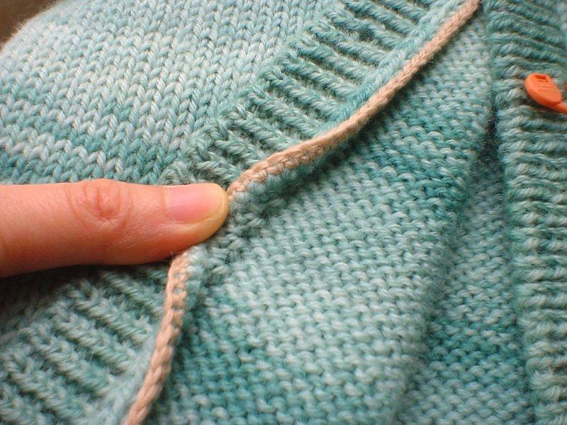 Из пуловера в кардиган. Как правильно разрезать вязаную вещь