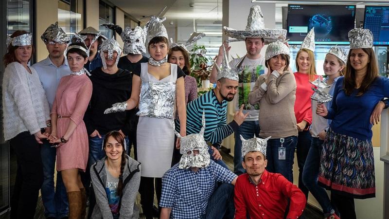 """""""Лаборатория Касперского"""" объявила 1 апреля """"Международным днем шапочки из фольги"""""""