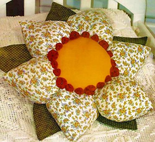 Подушка цветок с наполнением из синтепона – мастер класс