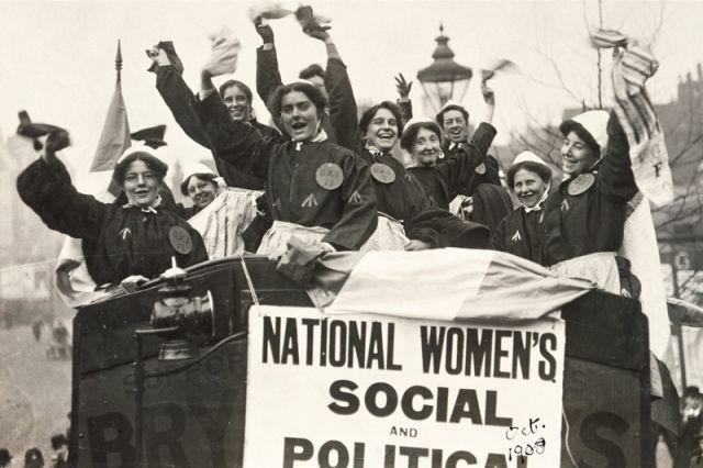 Первые женские демонстрации в разных странах