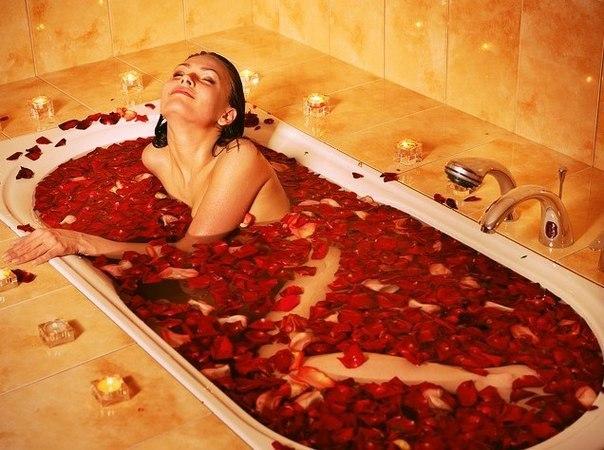 Как принять ванну с лепестками роз