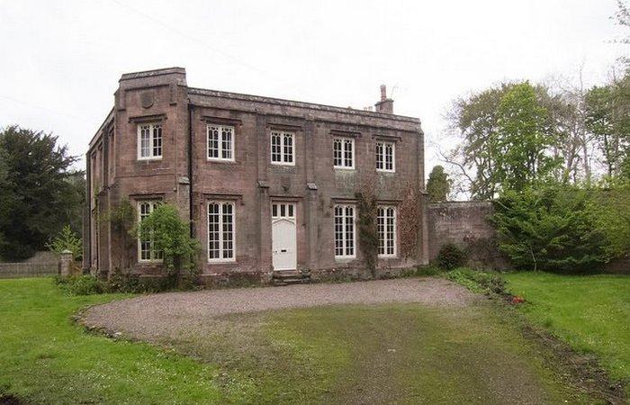 Гостевой домик на территории замка.