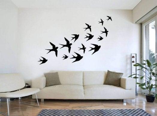 ласточки как украшение стены в гостиной