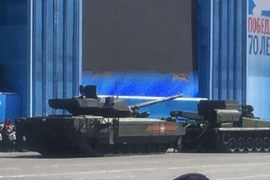 """Позор России: Разрекламированный танк """"Армата"""" заглох у Мавзолея"""