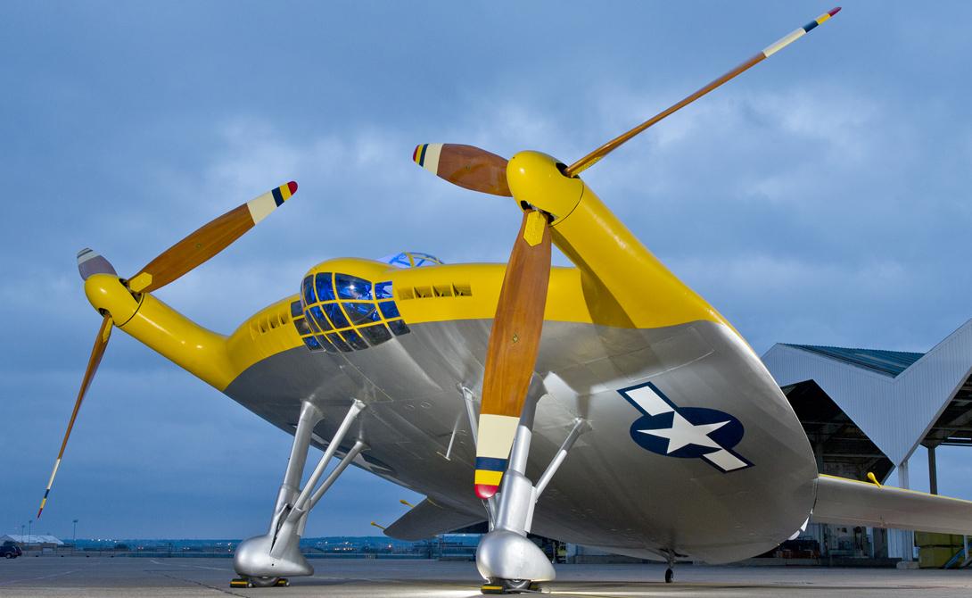 Vought XF5U-1После нападения на Перл-Харбор военно-морской флот нуждался в самолете, который может взлетать и приземляться в ограниченных пространствах, таких как палубы авианосца. Итогом многолетнего проектирования стал XF5U, детище компании Vought. «Летающий блин» имел большие проблемы с балансом и вечно заваливался на один край. В принципе, весь проект можно было бы и доработать, но к тому времени армия уже предпочла вкладывать деньги в гораздо более перспективные реактивные самолеты.