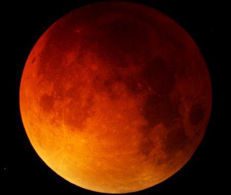 Мрачное лунное затмение напу…