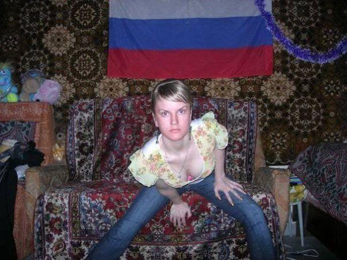Ковер - это все! Уморительные фото россиянок на фоне ковра!