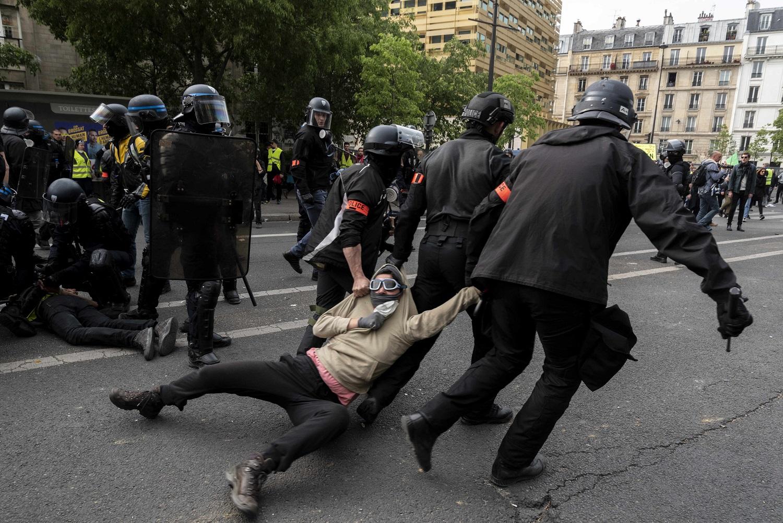 Погибли 25 человек, послов не видно: О чём скорбит ЕС в Минске геополитика