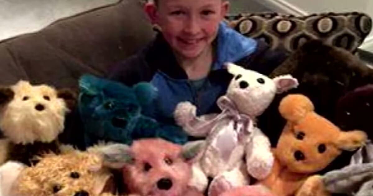 9-летний мальчик попросил родителей купить ему швейную машину – причина такого желания растопит ваше сердце