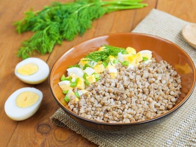 Такой завтрак вам и не снился, а он существует: Гречневая каша с яйцом