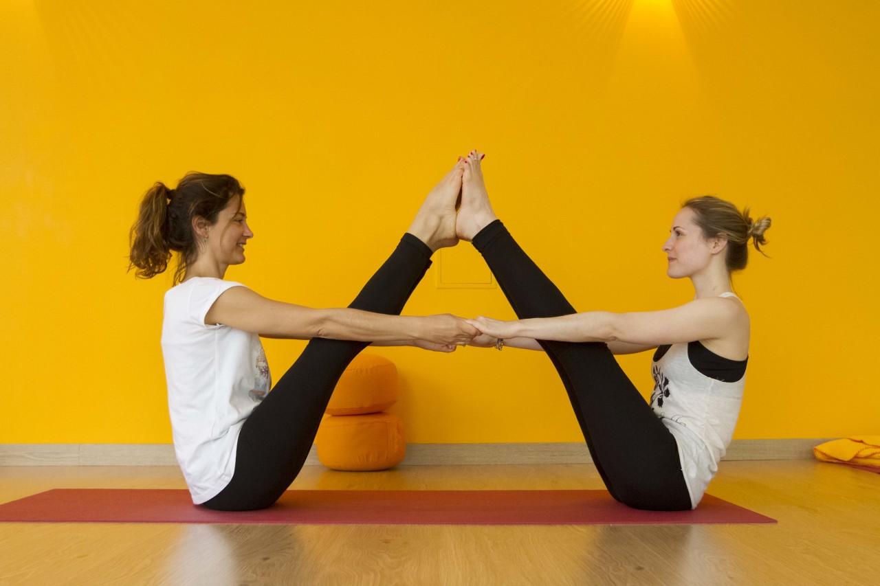 Парная Йога Для Похудения. 24 эффективных асаны для похудения в домашних условиях