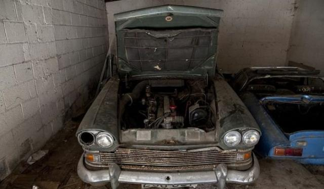 Заброшенный британский особняк с 5-ю эксклюзивными автомобилями