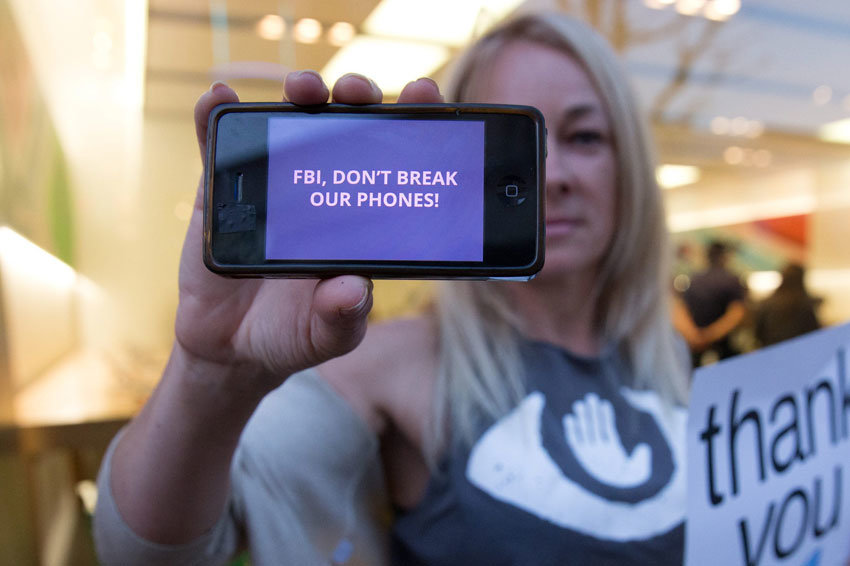 СМИ: ФБР взломало iPhone стр…