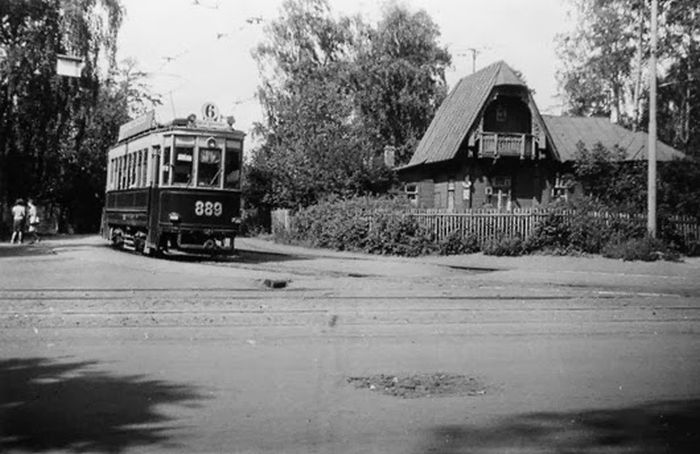 6-й трамвай следует из Тушина к Соколу.