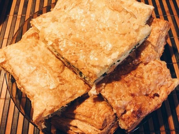 Слоеный пирог с брынзой и зеленью