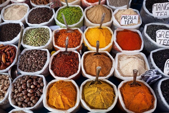 Индийская еда выходит далеко за рамки простого карри. /Фото: static.designmynight.com