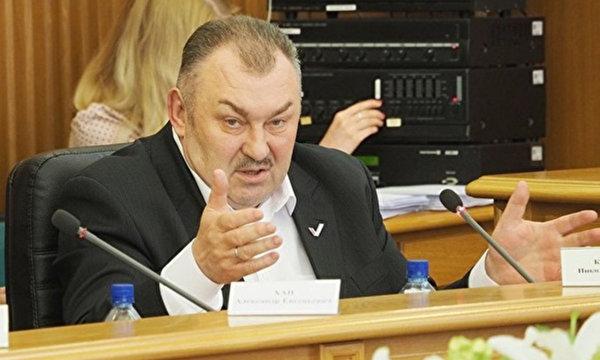 Депутат Косарев: не нужно спасать инвалидов, больных и недоношенных детей за счет государства