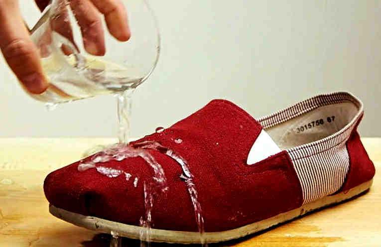 Как защитить обувь от промокания за 2 минуты