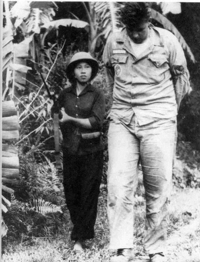 Эффектно —  одна из самых колоритных фотографий времен войны во Вьетнаме