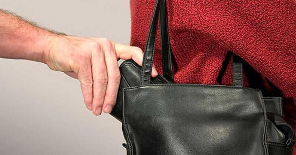 В такую сумку точно не залезет ни один воришка. А сшить ее можно и самостоятельно