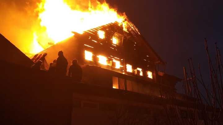 """""""Для этого ада нет слов"""": У объявившей войну чиновникам челябинки отобрали трёх племянниц. После у неё сгорел дом россия"""