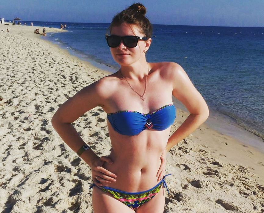 Учительницы в купальниках устроили флешмоб в поддержку коллеги из Омска