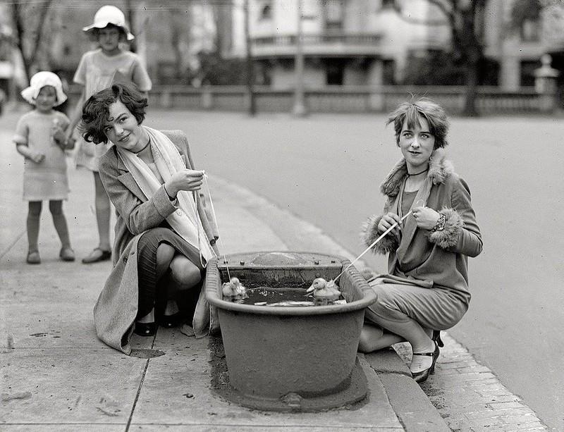 Женская мода 1920-х: винтажные фотографии, раскрывающие неповторимый уличный стиль прошлого