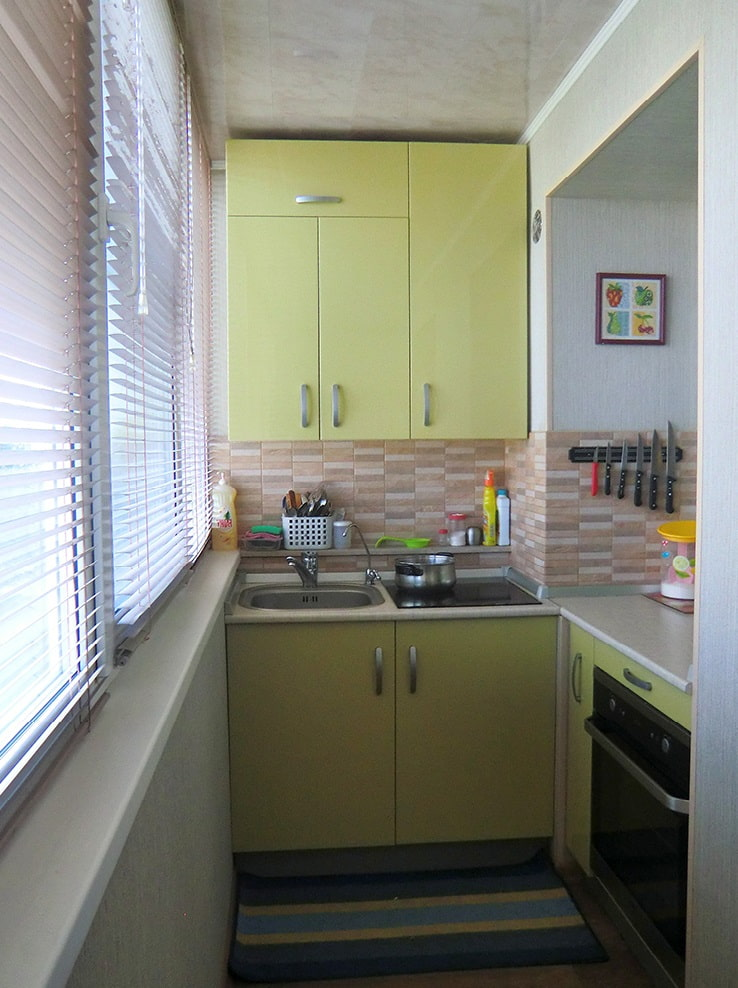 кухня перенесенная на балкон фото постоянно вращается
