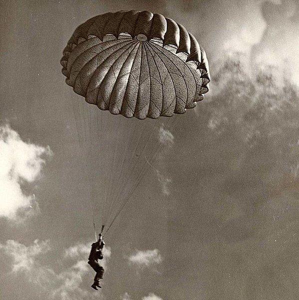 Как Тимура Гайдара заставили прыгать с парашютом