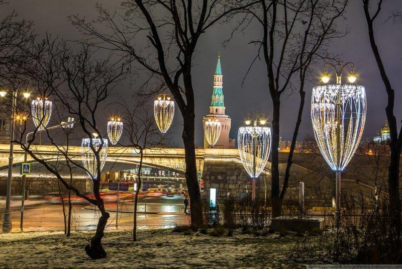 В этом году все фонари в центре оформлены под бокалы шампанского. красиво, красота, москва, новый год, праздник, рождество, столица, фотография