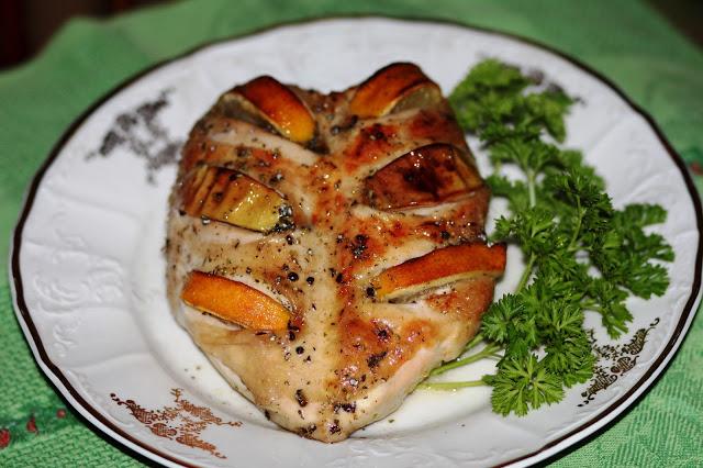 Куриные грудки запеченые с лимоном и яблоками