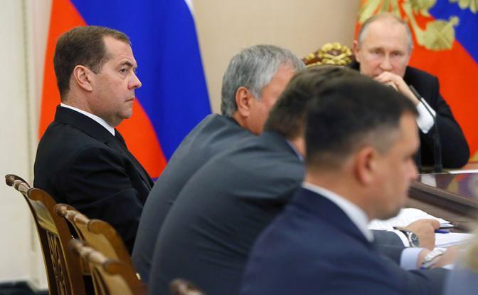 Путин хорош для россиян до тех пор, пока есть «плохой» Медведев