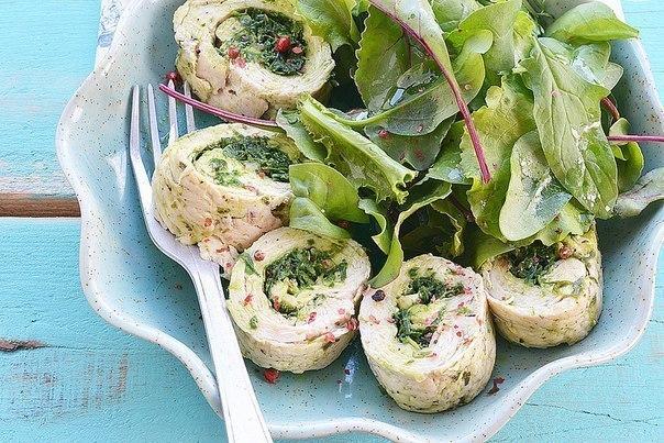Рулеты из куриной грудки с летней зеленью — прекрасная закуска для любого повода