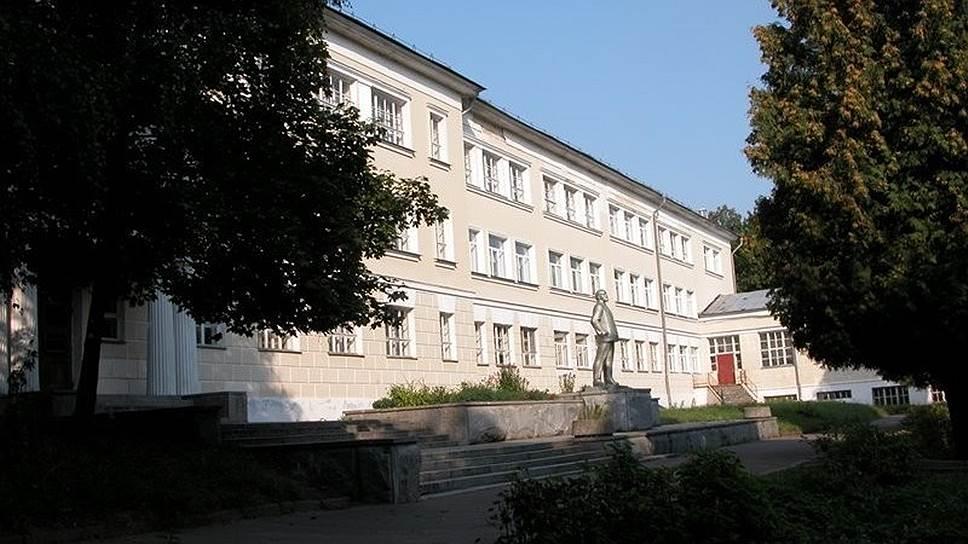В Горках закрыта лучшая школа СССР. На днях уволены последние учителя Война и мир
