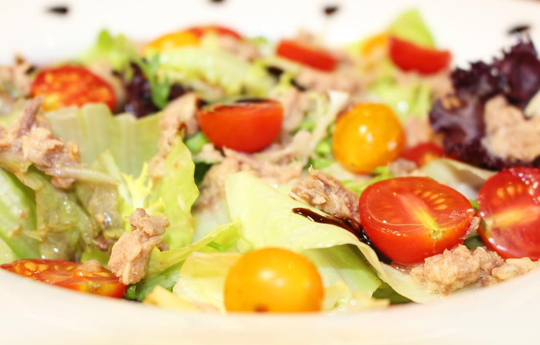 Салат из тунца (когда хочется чего-то вкусненького)