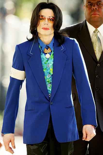 Родственников Майкла Джексона возмутил фильм о жизни певца, в котором его обвиняют в педофилии новости