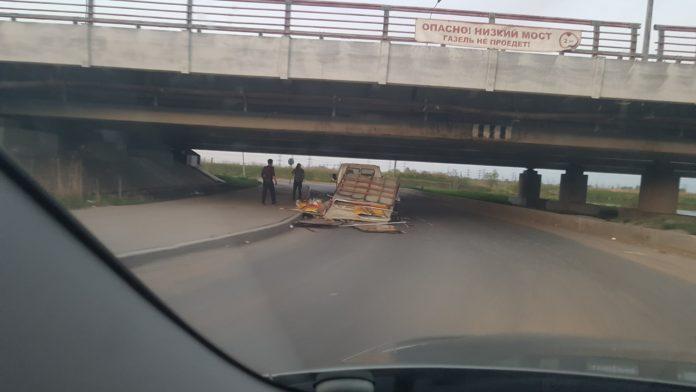 """Юбилей глупости: 150 аварий под мостом """"Газель не проедет!"""""""