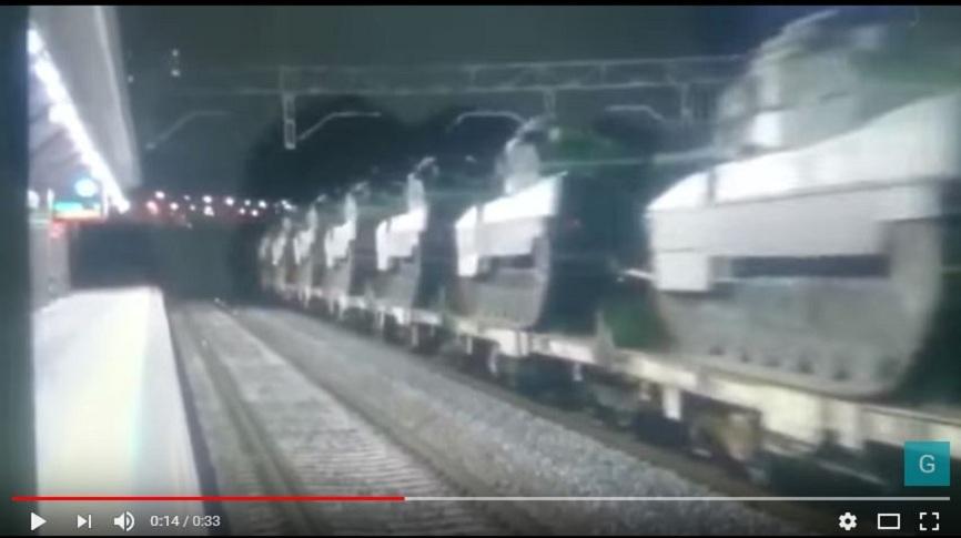Появилось видео транспортировки огромного количества военной техники в Каталонию